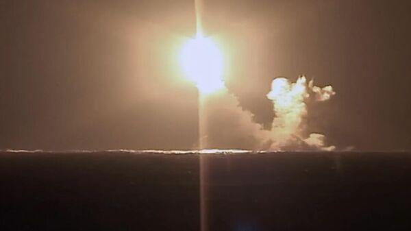 Запуск ракеты Булава с подводного крейсера Князь Владимир