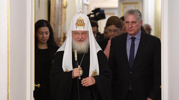 Патриарх Московский и всея Руси Кирилл и президент Кубы Мигель Диас Канель Бермудес во время встречи в Москве