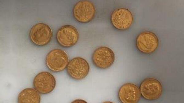 Монеты из желтого металла, изъятые у  гражданки КНР во время предполетного контроля