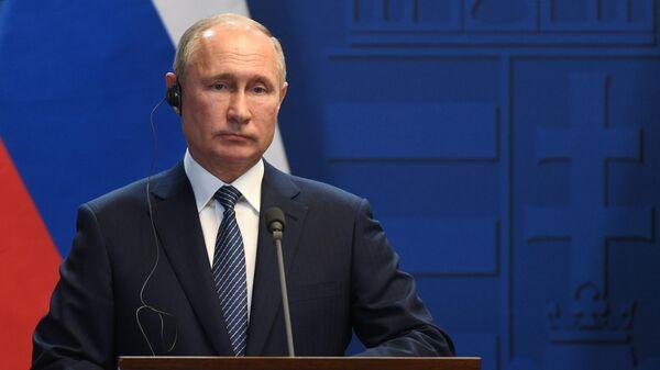 Президент РФ Владимир Путин во время совместного с премьер-министром Венгрии Виктором Орбаном по итогам встречи