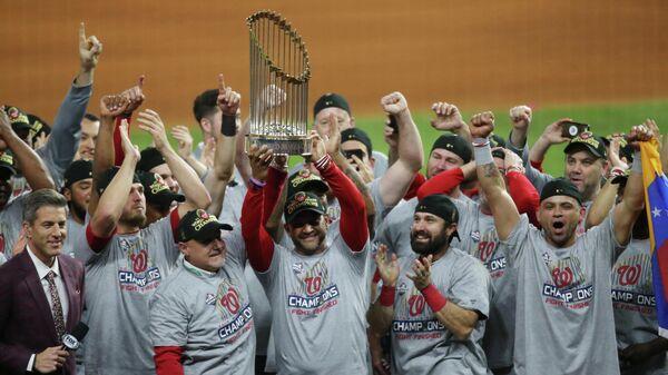 Клуб Вашингтон Нэшионалс, выигравший бейсбольную Мировую серию – решающую серию игр Главной лиги бейсбола (MLB)
