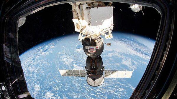 Корабль Союз, пристыкованный к МКС