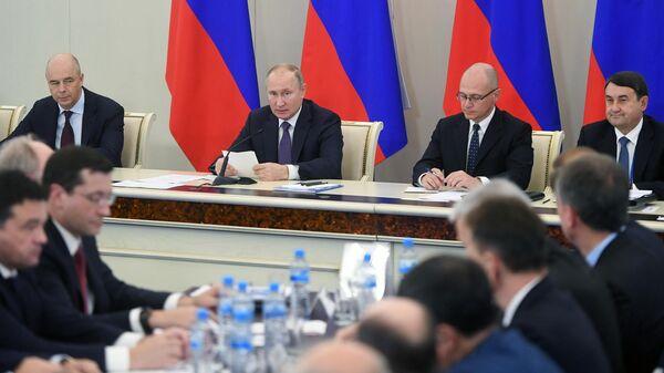 Президент РФ Владимир Путин проводит расширенное заседание президиума Государственного совета РФ