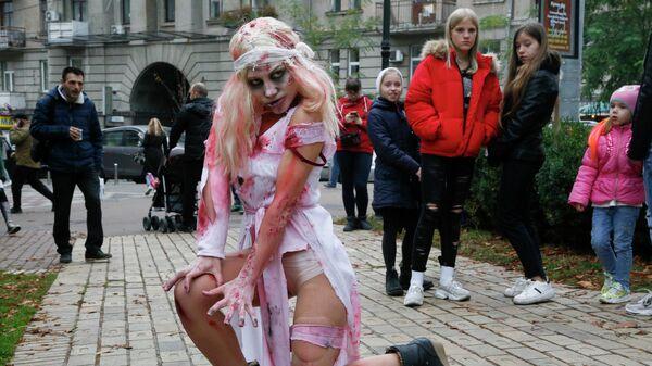 Участница парада зомби в Киеве