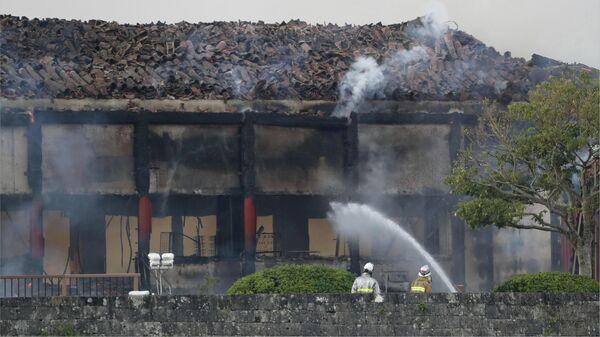 Пожарные тушат замок Сюри в японской Окинаве, входящий в список Всемирного наследия ЮНЕСКО