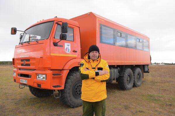 Водитель 6-го разряда Читинского авиаотделения ПДПС ФБУ Авиалесоохрана Александр Семёнов обеспечивает транспортировку группы лесных пожарных