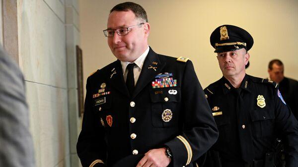 Подполковник армии США, ветеран иракской войны Александр Виндман перед дачей показаний в Палате представителей США