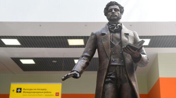Памятник А. С. Пушкину в Международном аэропорту Шереметьево
