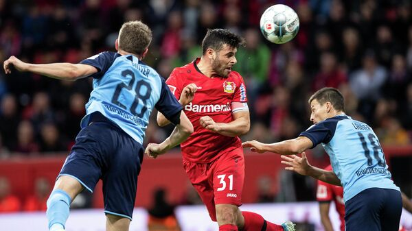 Leverkusen's German forward Kevin Volland (C) heads the ball during the German first division Bundesliga football match between Bayer Leverkusen and Borussia Moenchengladbach on November 2, 2019 in Leverkusen, western Germany. (Photo by Marius Becker / DPA / AFP) / Germany OUT / DFL REGULATIONS PROHIBIT ANY USE OF PHOTOGRAPHS AS IMAGE SEQUENCES AND/OR QUASI-VIDEO