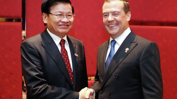 3 ноября 2019. Председатель правительства РФ Дмитрий Медведев и премьер-министр Лаоса Тхонглун Сисулит (слева) во время встречи в рамках делового инвестиционного саммита АСЕАН-2019 в Бангкоке