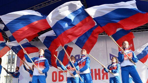 частники празднования Дня народного единства в Челябинске