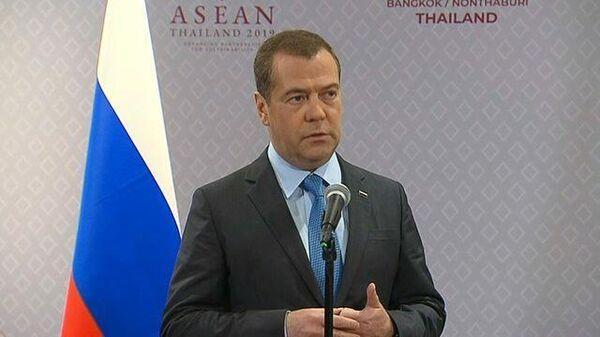 Медведев назвал слова Лукашенко о втягивании Белоруссии в войны странными