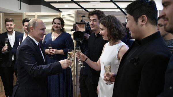 Президент РФ Владимир Путин во время встречи с лауреатами XVI конкурса имени П. И. Чайковского в концертном зале Зарядье