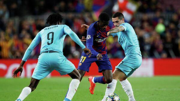 Игровой момент матча Барселона - Славия
