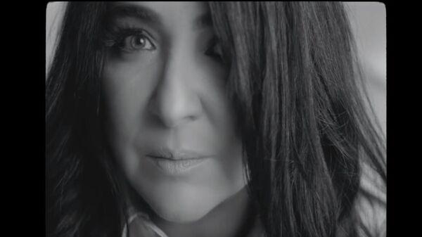 Кадр из клипа  певицы Лолита - Папа