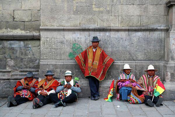 Сторонники президента Боливии Эво Моралеса в городе Ла-Пас, Боливия