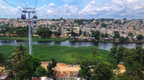 Санто-Доминго. Вид с фуникулера на бедные районы