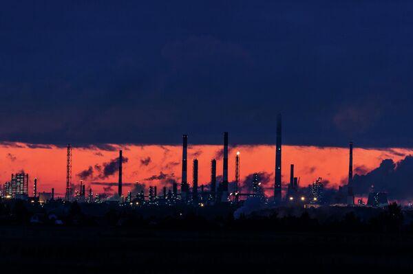 Омский нефтеперерабатывающий завод