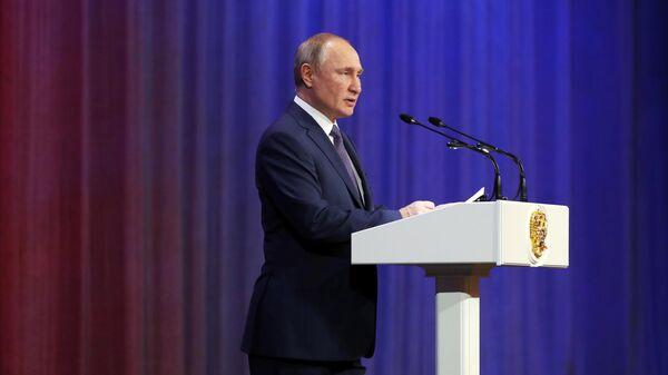 Президент России Владимир Путин выступает на торжественном вечере, посвященном Дню сотрудника органов внутренних дел. 10 ноября 2019