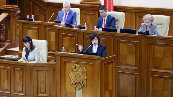 Премьер-министр Молдавии Майя Санду выступает на заседании парламента Молдавии в Кишиневе