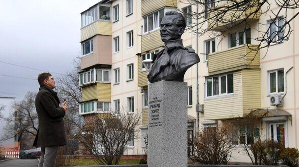 Памятник советскому разведчику Рихарду Зорге во Владивостоке