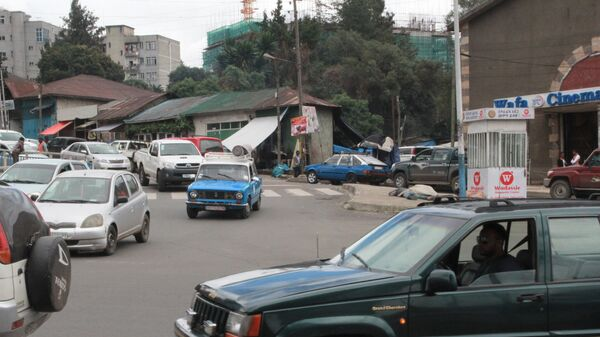 Трафик на улице в Аддис-Абебе