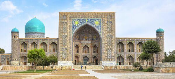 Медресе на площади Регистан в Самарканде