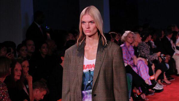 Показ коллекции  Calvin Klein весна-лето 2019 в Нью-Йорке