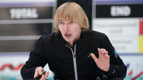 Сергей Глухов во время отборочных соревнований к чемпионату мира по керлингу 2019.
