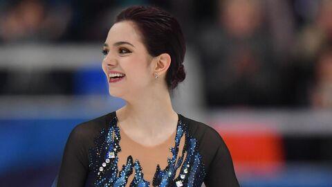 Евгения Медведева (Россия) после выступления в короткой программе женского одиночного катания на V этапе Гран-при по фигурному катанию в Москве.