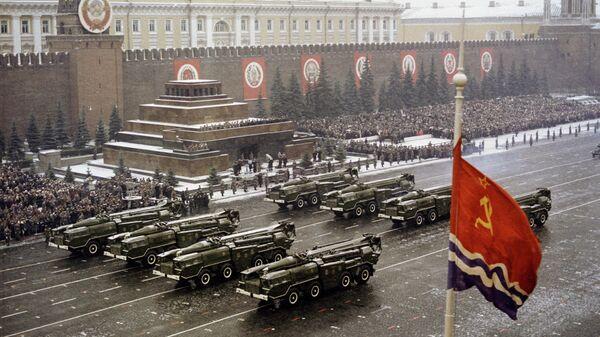 Праздничный парад на Красной площади