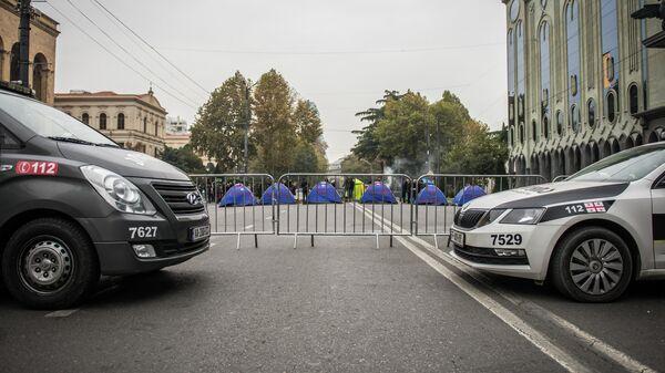 Палаточный лагерь возле парламента Грузии во время акции протеста в Тбилиси . 15 ноября 2019