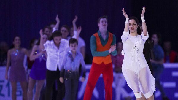 Евгения Медведева (на первом плане)