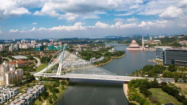 Ассиметричный вантовый мост Сери Вавасан в Путраджае