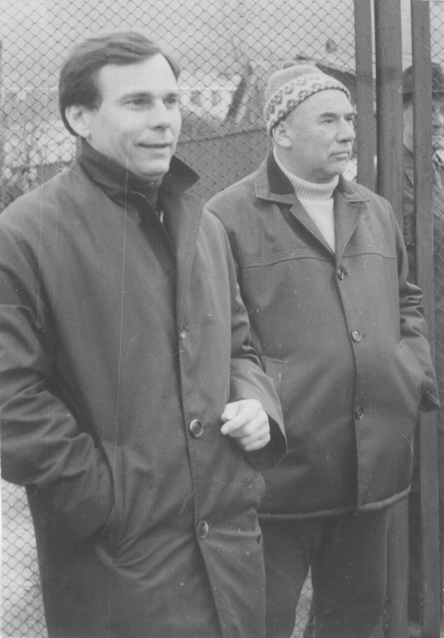 Валентин Иванов (слева) и старший тренер Торпедо Виктор Маслов. Фото из личного архива Лидии Ивановой
