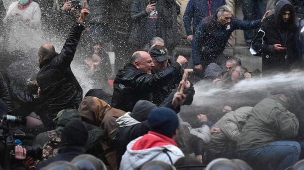 Разгон митинга в Тбилиси