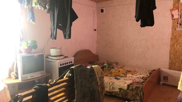Интерьер дома, где были заперты дети