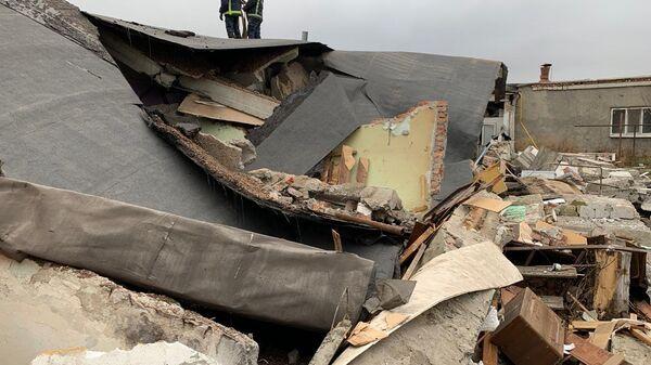 Обрушенный дом в результате взрыва бытового газа в поселке Пробуждение города Энгельса