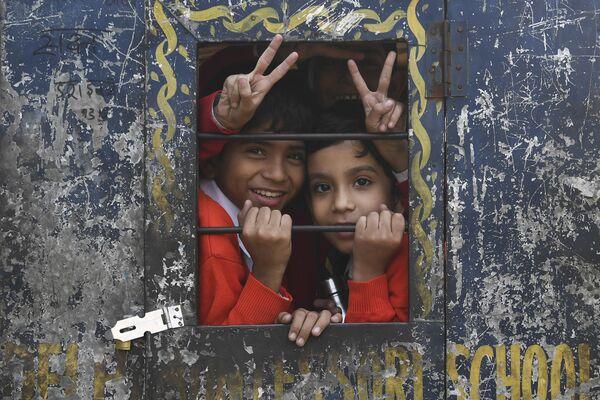 Школьники в старых кварталах Нью-Дели