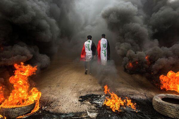 Демонстранты во время акция протеста в иракском городе Басра