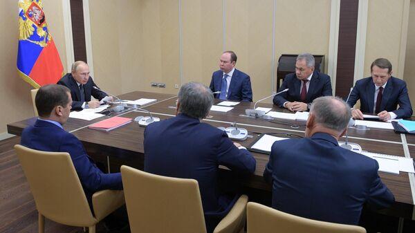 Президент РФ Владимир Путин проводит совещание с постоянными членами Совета безопасности РФ. 22 ноября 2019