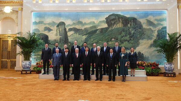 Си Цзиньпин принял делегацию Единой России во главе с Борисом Грызловым