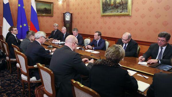 Председатель правительства России Дмитрий Медведев и премьер-министр Финляндии Антти Ринне во время встречи