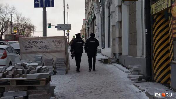 Сотрудники полиции у отделения посольства Белоруссии в Екатеринбурге. 25 ноября 2019