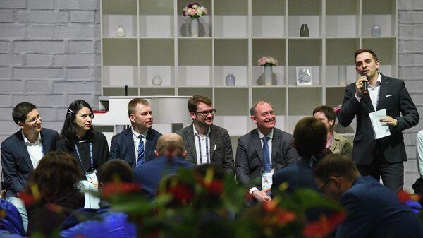 Победители первого конкурса управленцев Лидеры России во время презентации клуба Эльбрус
