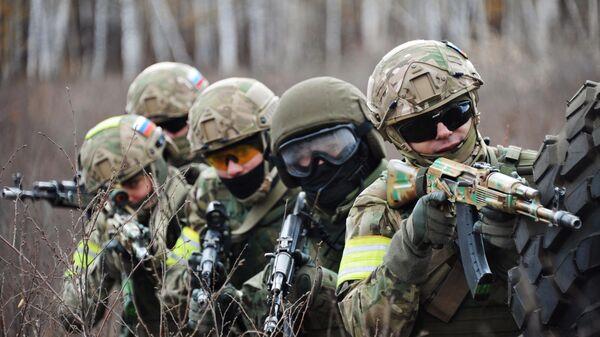 Военнослужащие на тактико-специальных учениях
