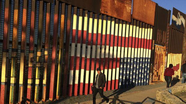 Приставил к стенке. Трамп бросил на мексиканский редут своего зятя