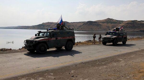 Бронеавтомобили патрульной службы военной полиции России на берегу реки Евфрат в Сирии