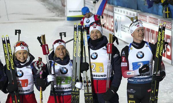 Слева направо: Ингрид Тандреволд, Тириль Экхофф, Тарьей Бе и Йоханнес Бё