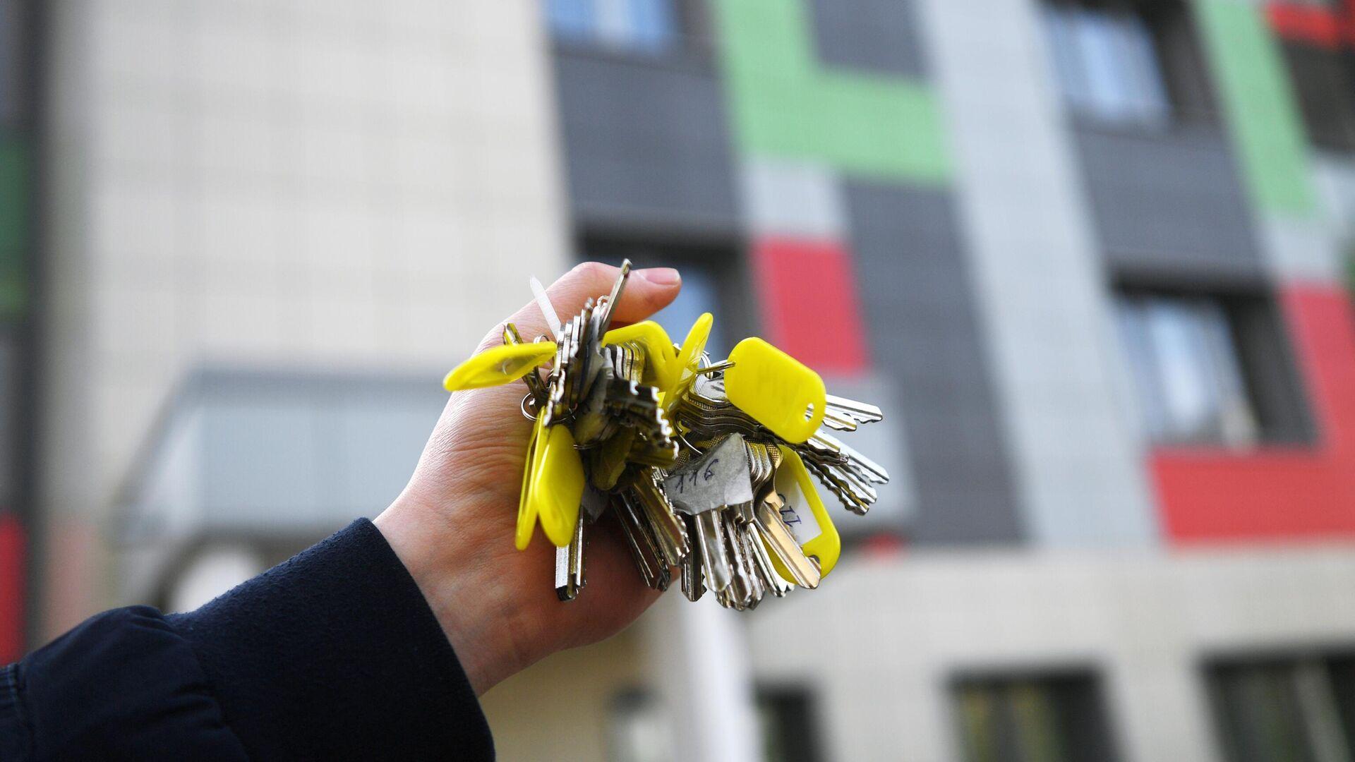 Связка ключей от квартир многоэтажного жилого дома  - РИА Новости, 1920, 13.07.2020